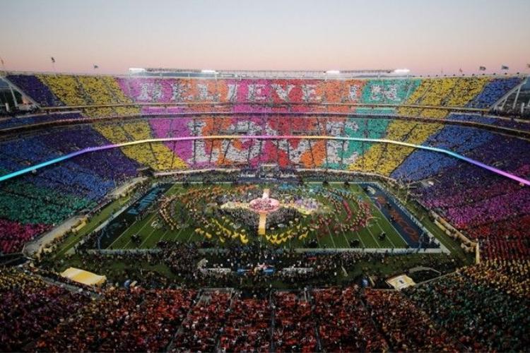Lady Gaga hát Quốc ca, Beyonce kết hợp không tưởng cùng Bruno Mars tại Super Bowl