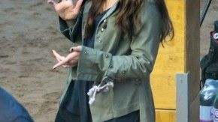 """Elizabeth Olsen (vai Scarlet Witch) trên phim trường """"Captain America: Civil War""""."""