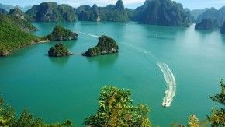 Forbes, CN Traveler chọn vịnh Hạ Long trở thành trải nghiệm không nên bỏ qua trong đời.