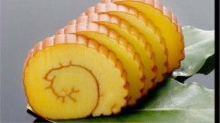 Ngày Tết, người Nhật thường dùng món Datemaki vì nó tượng trưng cho mong ước học vấn uyên bác.