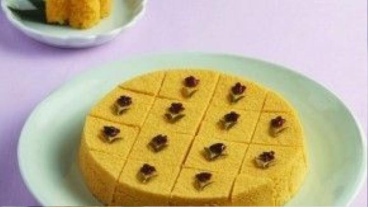 Ngoài ra, vào các dịp lễ Tết hoặc sinh nhật người dân xứ Kim Chi còn có bánh bí ngô Hobaktteok. Với nguyên liệu từ bột gạo và bí ngô hấp, bánh có màu vàng tươi, thơm ngon mà không hề gây ngán.