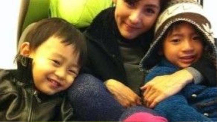 Trương Bá Chi và hai con
