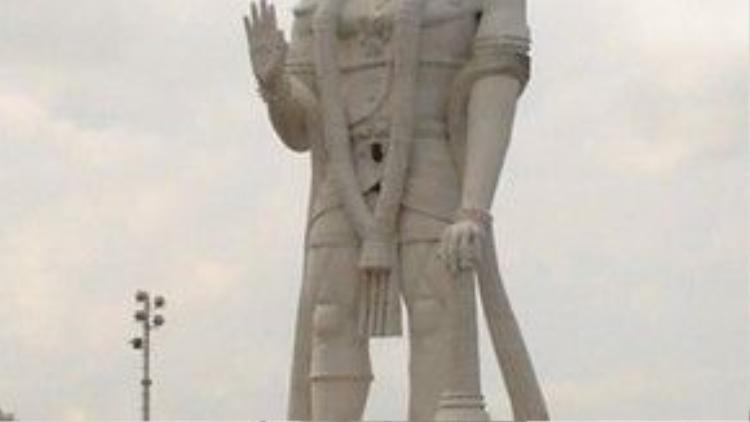 Thần thoại Ấn Độ qua mấy ngàn năm không ngừng truyền tụng các kỳ tích của Hanuman, để rồi Hanuman sớm trở thành một hình ảnh quen thuộc, phổ biến của nhân loại.