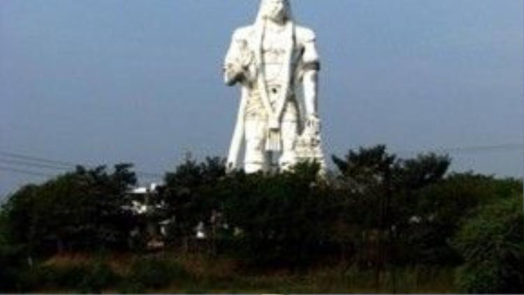Các đền thờ khắp nước Ấn Độ đều có hình ảnh Hanuman. Người Ấn Độ tin rằng sùng kính thờ phụng Hanuman thì chắc chắn sẽ được Hanuman phù hộ khỏi tà ma quấy phá.