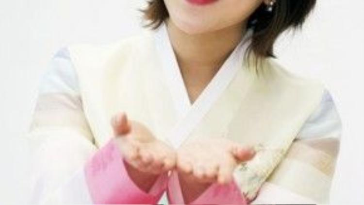 """Park Min Ji và biểu cảm xin """"lì xì"""" đáng yêu theo truyền thống Tết với mái tóc ngắn cực cá tính!"""