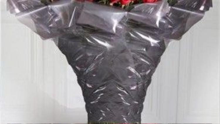Hoặc nếu vẫn thích phong cách truyền thống, bạn có thể thử loại hoa hồng cao nhất thế giới (1,6 mét) với giá bán sỉ 9.000 Euro cho 1.000 bông. Được trồng trên những dãy núi ở Ecuador cao trên 2,800m so với mặt nước biển, gần thị trấn Machachi ở Andes, chính điều này đã khiến chúng trở nên đặc biệt như vậy.