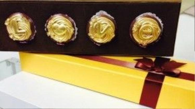 Chocolate sứ phủ vàng 24k có giá từ vài trăm đến vài triệu tùy theo chủ nhân muốn mua 1 viên hay cả hộp.