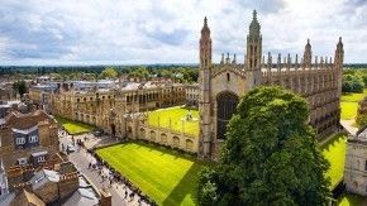 Năm 28 tuổi, Jane được Đại học Cambridge, Anh - một trong những trường Đại học hàng đầu thế giới nhận vào để học bằng Tiến sĩ ngành Dân tộc học. Bà là một trong 8 người duy nhất được trường cho học Tiến sĩ mà trước đó không hề có bằng… Cử nhân.