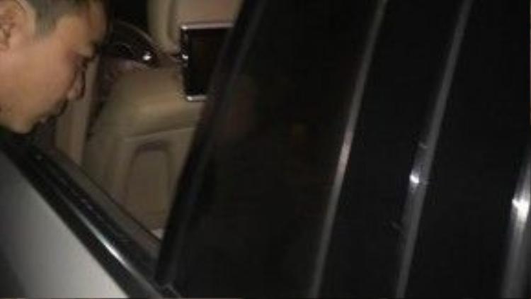 Chiếc SUV hạng sang bị đập vỡ cửa kính…