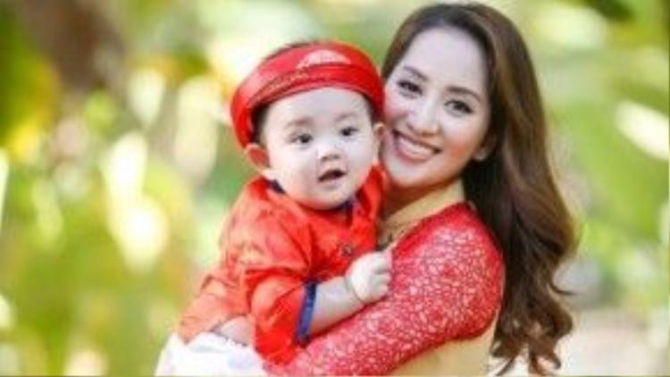 Vẻ đẹp của Hai mẹ con Khánh Thi khiến nhiều người phải ganh tỵ.