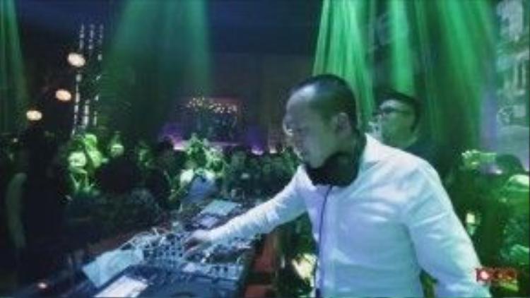 Hình ảnh nhạc sĩ Quốc Trung trong vai trò DJ.