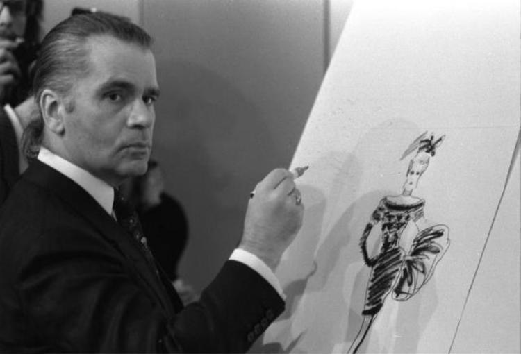 Sự kiên trì và lì lợm của ông trùm bất bại làng mốt Karl Lagerfeld