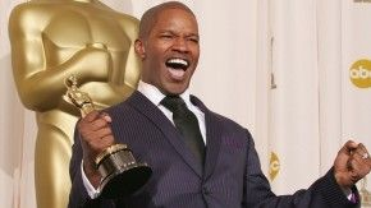 Năm 2005, Jamie Foxx đã trượt tượng vàngNam diễn viên phụ xuất sắc với Collateral, phim có sự tham gia của Tom Cruise. Dẫy vậy, tài tử da màu vẫn thắng tượng vàng hạng mục Nam diễn viên chính xuất sắc với Ray.