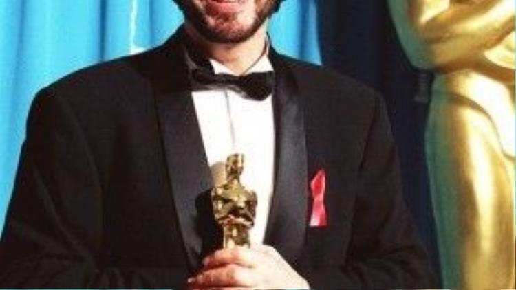 Al Pacino đã trượt đề cử Nam diễn viên phụ xuất sắc cho phim Glengarry Glen Ross vào năm 1993. Nhưng mãi đến lần đề cử thứ tám, ngôi sao The Godfather mới thắng tượng vàng hạng mục Nam diễn viên chính xuất sắc cho vai diễn trong Scent of a Woman trong cùng năm 1993.