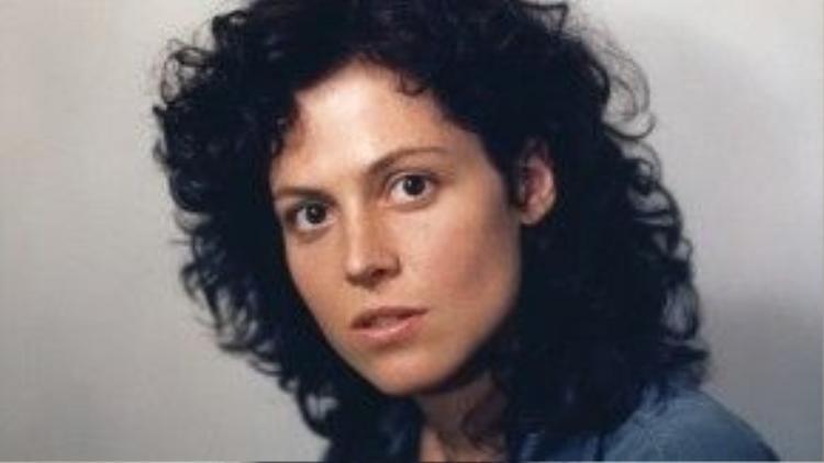 Năm 1989, Sigourney Weaver được Viện Hàn lâm đề cử Nữ diễn viên chính xuất sắc cho phim Gorillas in the Mist và Nữ diễn viên phụ xuất sắc với Working Girl. Ngôi sao phim Aliens và Avatar đã trượt cả hai đề cử.