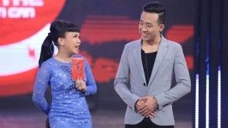 """Cho rằng Việt Hương đang """"âm mưu"""" khiến mình béo phì, Trấn Thành đã từ chối ăn thành phẩm của đàn chị."""