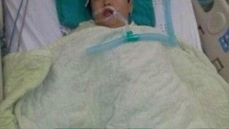 Jun Min Woo trên giường bệnh điều trị.