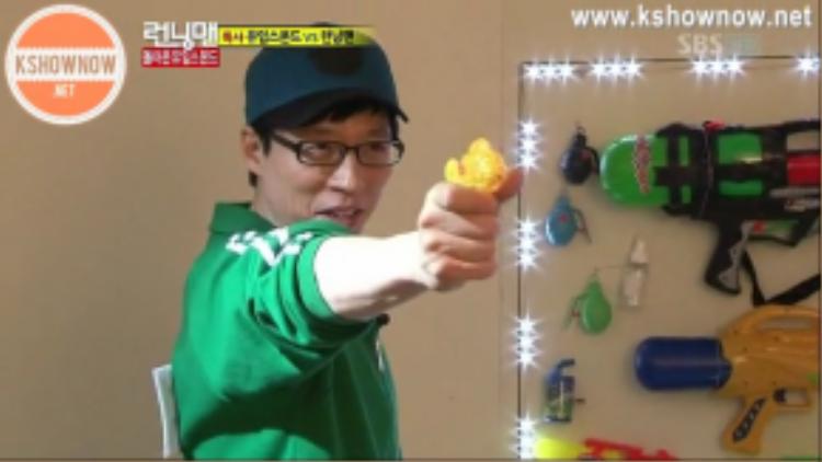 Yoomes Bond - Yoo Jae Suk với khả năng điệp viên siêu đẳng.