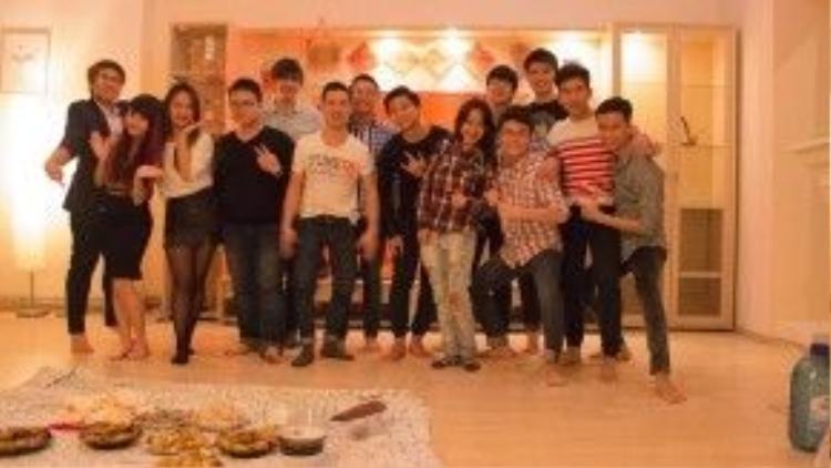 Du học sinh Việt tại thành phố Iviv, Ukraine quây quần bên nhau đón năm mới.