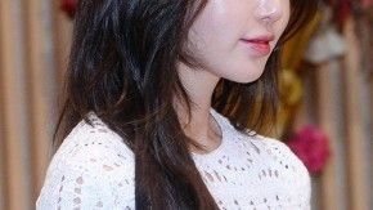 Bên cạnh vóc dáng gợi cảm, gương mặt Nam Gyuri gây chú ý hơn cả vì trông khá khác biệt so với những lần cô xuất hiện trước đó.