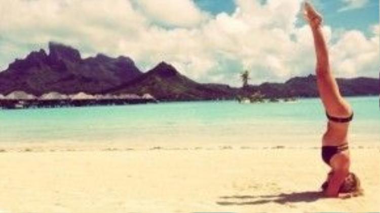 Ashley Tisdale đến Bora Bora để tận hưởng tuần trăng mật vào năm 2014 với chồng mới cưới Christopher French.