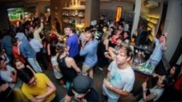 Đến Blanchy's Tash đa phần là khách Tây vì họ đều được giới thiệu trước về quán bar này. Ảnh: tripadvisor