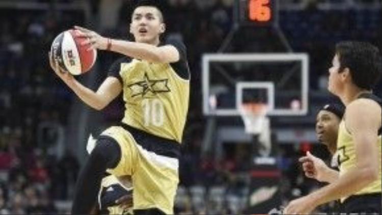 Kết hợp cùng khả năng chơi bóng rổ cực đỉnh..