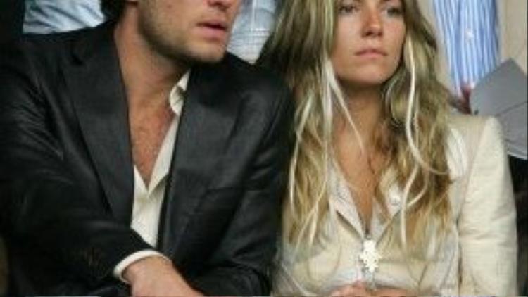 Jude Law và Sienna Miller từng chia tay rồi tái hợp vì scandal tình ái của tài tử với cô bảo mẫu vào năm 2006. Nhưng mối quan hệ lãng mạn của họ chấm dứt thật sự vào ngày 8/2/2011 khiến mùa Valentine không còn trọn vẹn.