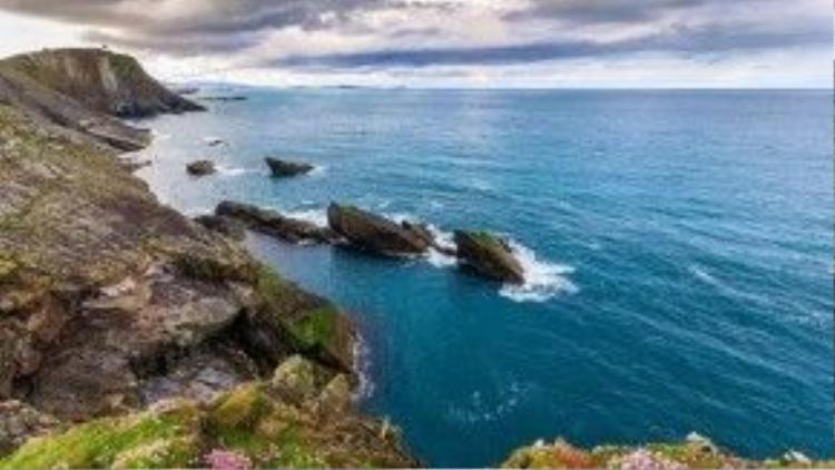 Shetland, Scotland: Theo Elizabeths Kitchen Diary, Shetland hợp với những người yêu thích chèo thuyền kayak, khám phá hang động, hay đơn giản chỉ là đi dạo trên những vách núi dựng đứng dọc bờ biển. Ảnh: Azamaraclubcruises.