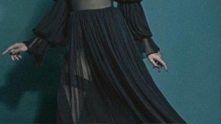 Những chiếc váy vải voan mỏng tang khoe từng đường cong cơ thể như đốt mắt người nhìn của Nguyễn Hợp thôi niên mọi giác quan.
