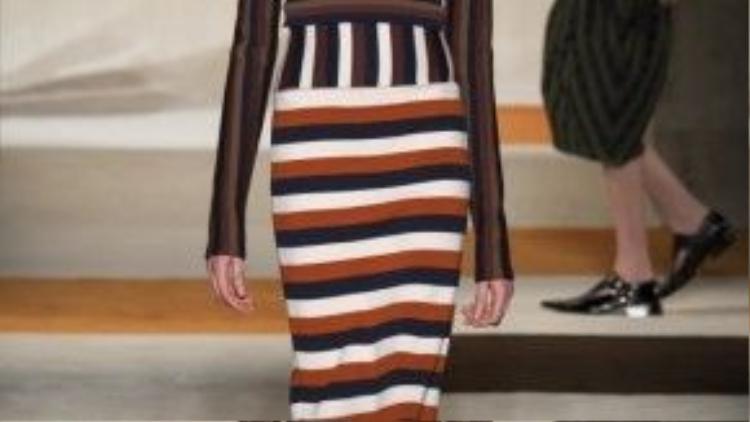 Có thể nói BST lần này như một tuyên ngôn về phong thái thời trang của gia đìnhnhà Beckham cùng óc sáng tạo, chiến lược kinh doanh trong cuộc chơi vải vóc đang trên đà hưng thịnh giữa thị trường thời trangthế giới.