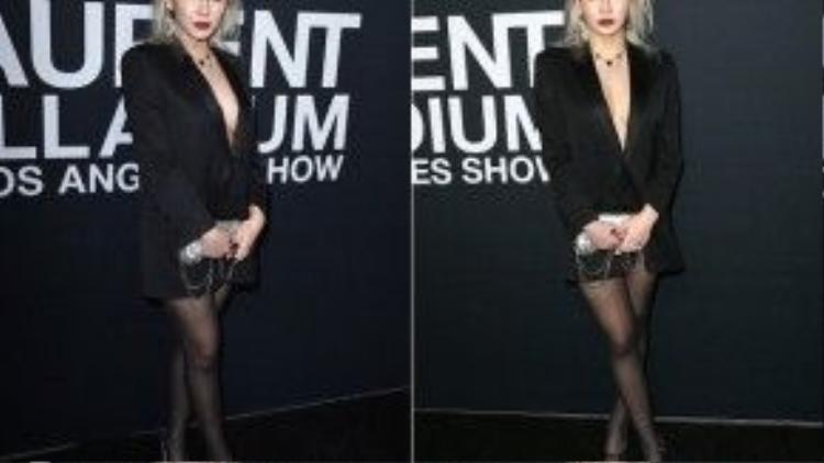 """CL diện một chiếc blazer phong cách """"le-smoking"""" đặc trưng từ nhà mốt Saint Laurent khoe khuôn ngực lấp ló."""