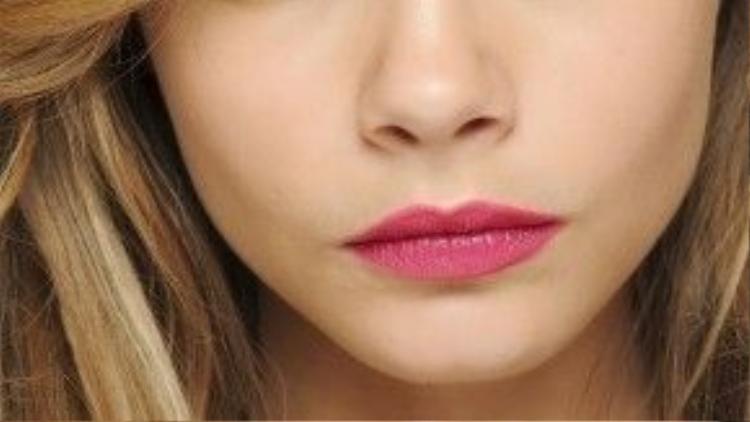 Đôi khi bạn không cần phải quá chí trọng vào việc trang điểm, chỉ cần một chút mascara và đôi môi hồng thì đã đủ lắm rồi.