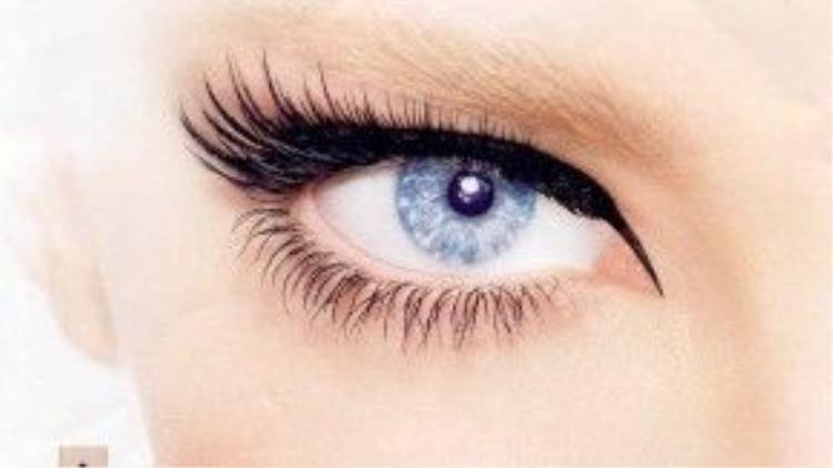 Đừng quên chải thêm mi dưới để giúp đôi mắt trông to và rõ nét hơn nhé.