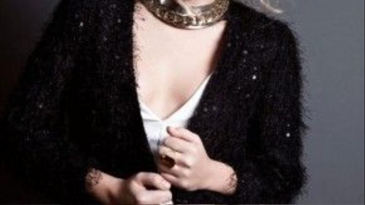 Và người đẹp Claire Holt, cũng không ngoại lệ.