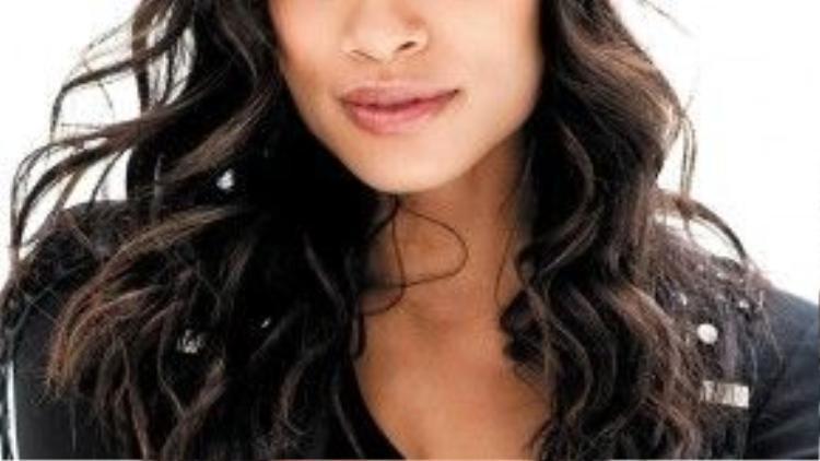Bên cạnh đó thì nữ diễn viên Rosario Dawson cũng là khách hàng trung thành của sản phẩm này.