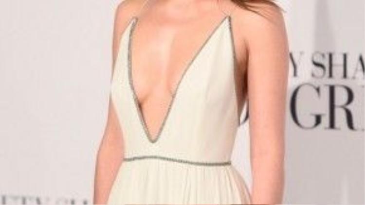 Dakota Johnson được đánh giá là một trong10 mỹ nhân mặc đẹp nhất thế giới năm 2015.