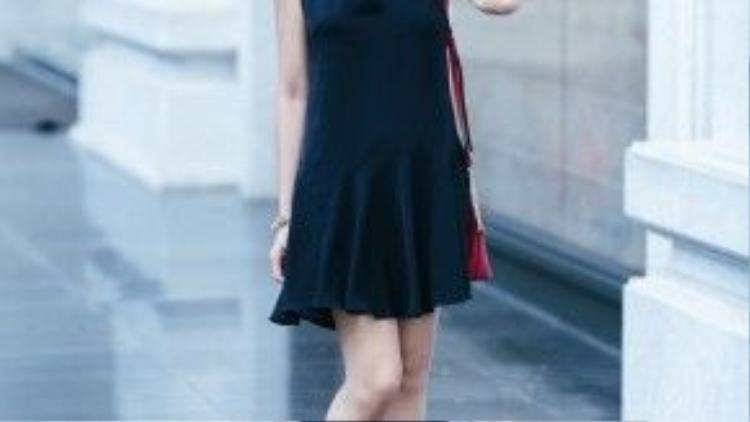 Một phiên bản little black dress khác của Đinh Ngọc Diệp.