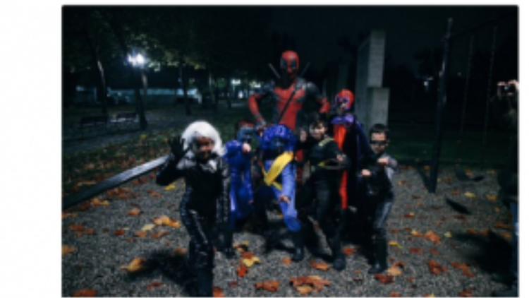 Tài khoản mạng xã hội của nam tài tử cũng biến thành chốn quảng cáo cho Deadpool. Nhiều người công nhận Reynolds dường như được sinh ra để đóng vai gã phản anh hùng lắm lời này, khi anh thể hiện khiếu hài hước xuyên suốt các dòng cập nhật trạng thái của mình.