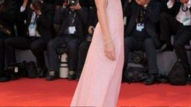 Dakota Johnson đẹp đến nao lòng.