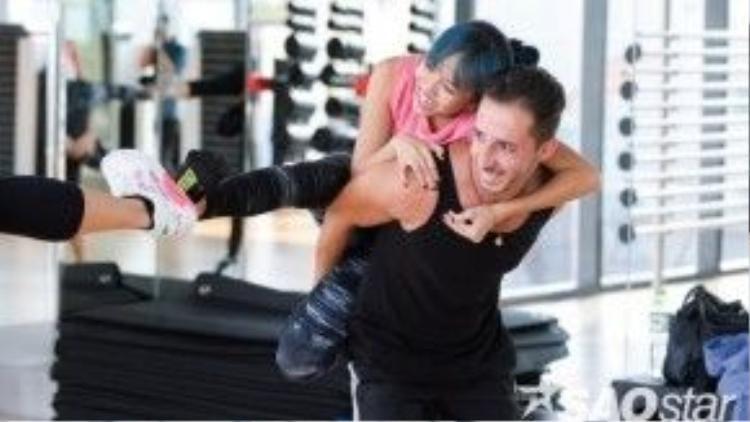 Cả hai cặp đôi đều tràn đầy năng lượng mặc dù đã thấm mệt sau thời gian tập luyện.