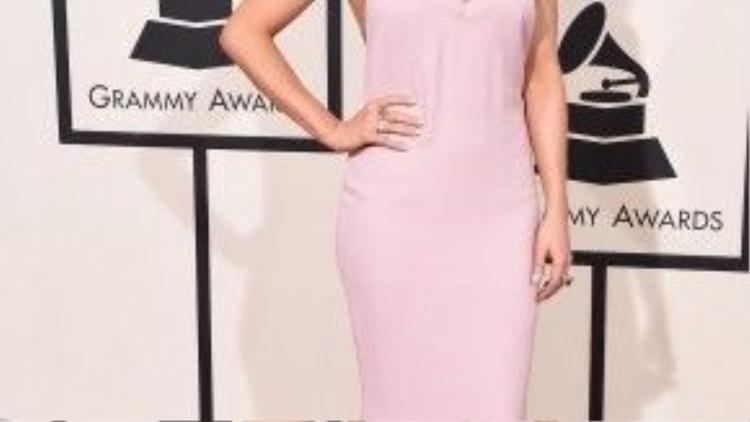 Ellie Goulding trông khá nhợt nhạt. Cô được đề cử Màn trình diễn Pop hay nhất cho ca khúc Love Me Like You Do.