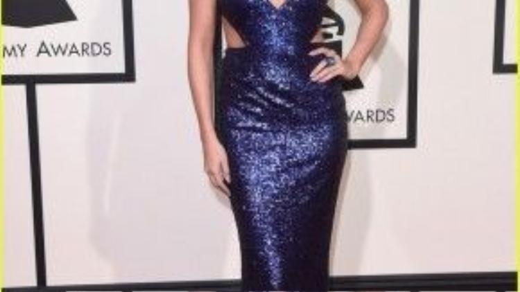 Dạo gần đây, Selena Gomez chuộng phong cách quý phái, sang trọng nên tông son trầm rất phù hợp với cô trong thời điểm này.