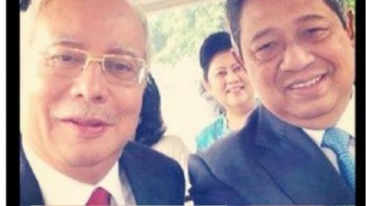 Thủ tướng Malaysia Najib Razak 'tự sướng' với tổng thống Indonesia Susilo Bambang Yudhoyono và đăng tải lên Instagram.