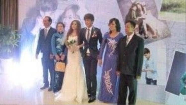 """Ảnh đám cưới 2 năm trước của Hồ Quang Hiếu và Ivy bất ngờ bị lộ khiến khán giả vô cùng """"choáng"""" trước thông tin nam ca sĩ đã từng có vợ."""