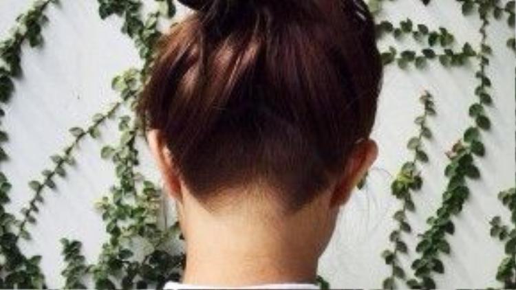 Cạo tóc sau gáy - Xu hướng tóc nữ đang sốt sình sịch thời gian gần đây. (Ảnh: Facebook Sa Võ)