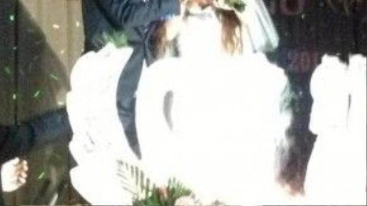 Đám cưới của Hồ Quang Hiếu diễn ra vào năm 2013. Ngay khi những hình ảnh về đám cưới của Hồ Quang Hiếu và hot girl Ivy được tiết lộ rất nhiều hình ảnh tình cảm của cặp đôi được cộng đồng quan tâm tìm kiếm.