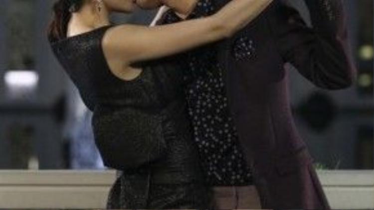 Để có được nụ hôn say đắm mà Noo trao cho Thủy Tiên, cả hai đã phải xin phép Công Vinh từ trước đó mấy tháng.
