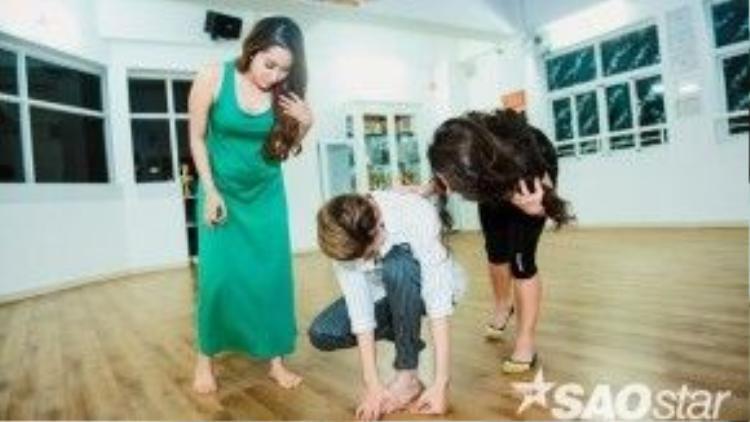 Khánh Thi và bạn nhảy vô cùng lo lắng cho S.T