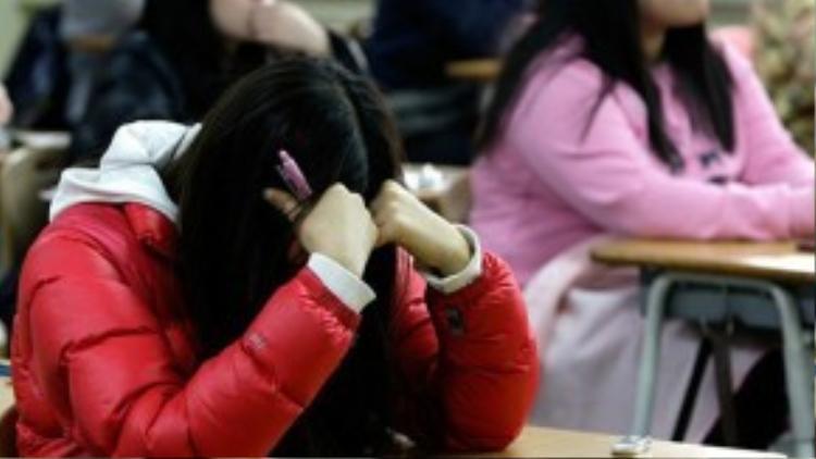 Học sinh Hàn Quốc phải chịu áp lưc học hành nặng nề.